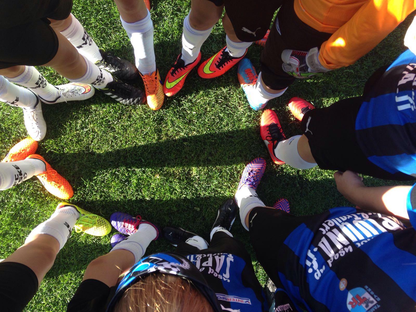 Jalkapallon D-tytöt liigakärkeen